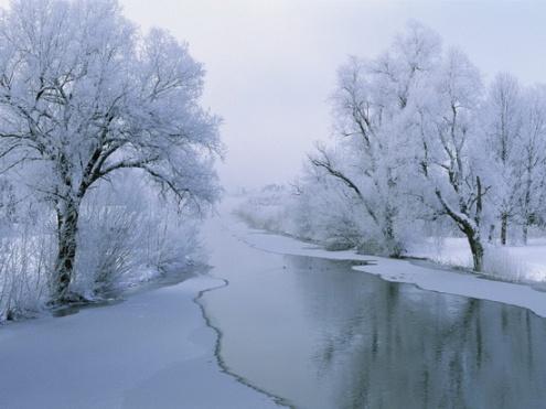 zimowy krajobraz z rzeką