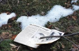 a patch of old snow, foto
