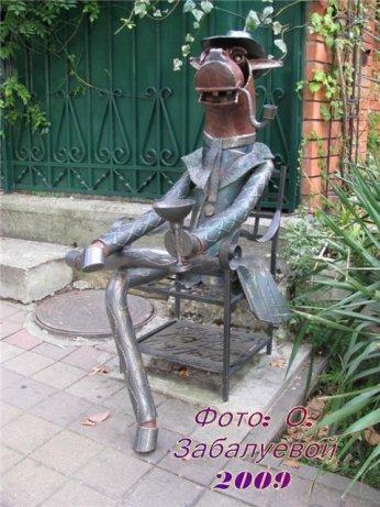 Koń w płaszczu, pomnik w Soczi (metalowy)