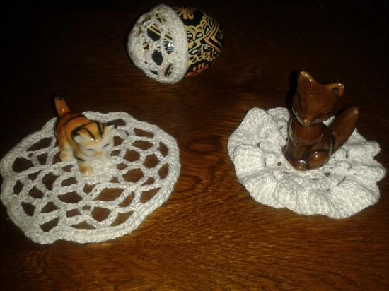 serwetki szydelkowe i figurki