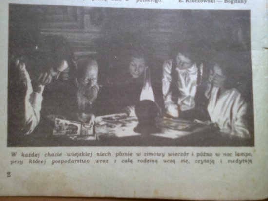 rodzina przy lampie naftowej